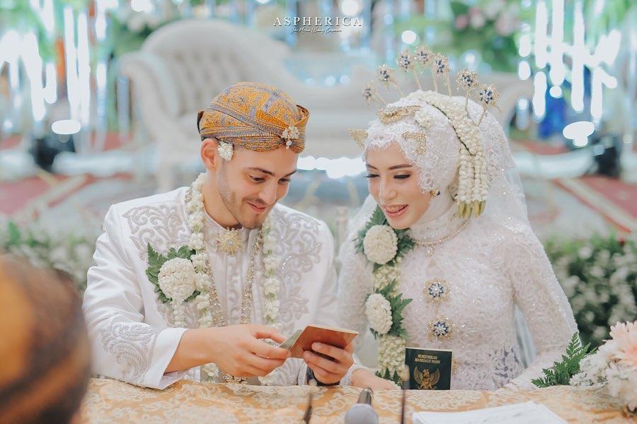 Mengajak menikah