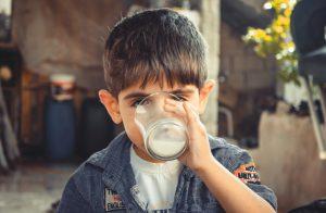 Air Demineral sebagai Pilihan Tepat untuk Si Kecil