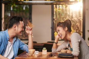 Bosan Menjomblo? Ini 5 Cara Ampuh Menarik Perhatian Pria