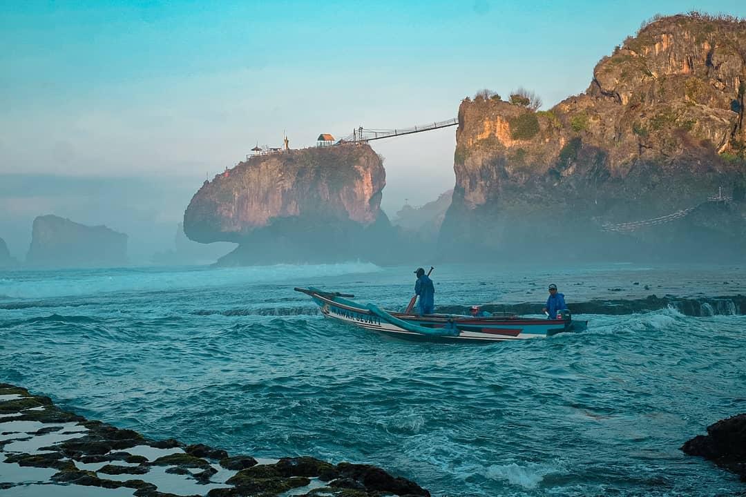 Menikmati Benteng Karang Raksasa Di Pantai Siung Jogja Bapermulu Com