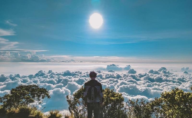 Kisah Mistis Gunung Ciremai