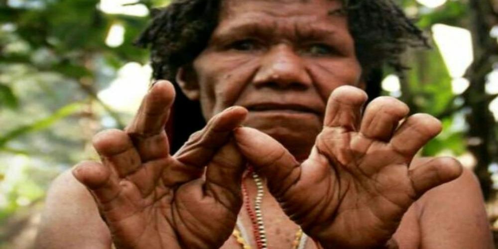 Potong Jari Suku Dani