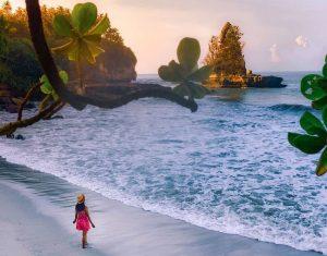 Pantai Karang Gantungan, Surga Tersembunyi di Sukabumi