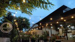 Santap Sore di Greencafe41, Nuansa Hijau Dengan Taman di Cipayung