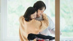 7 Tanda Wanita Tertarik Padamu Berdasarkan Bahasa Tubuhnya